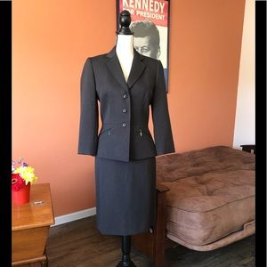 TAHARI black pinstriped pencil skirt suit